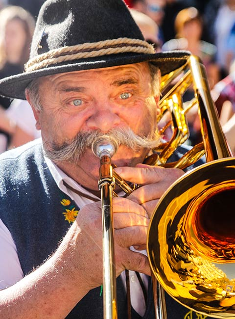 Trompettiste présent lors de la Descente des Alpages à Grenoble